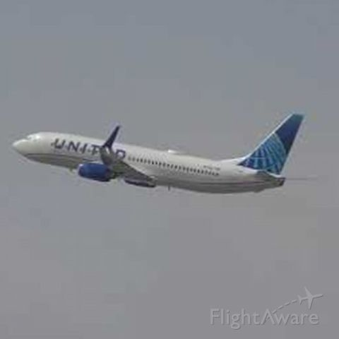 Boeing 737-800 (N37267) - this is the new united airlines livery departed out of phx