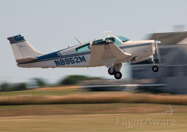 Beechcraft Bonanza (33) (N8952M)