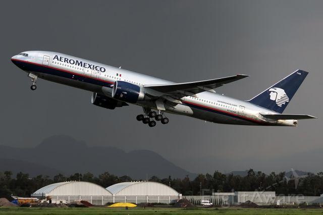 Boeing 777-200 (N746AM) - Quality