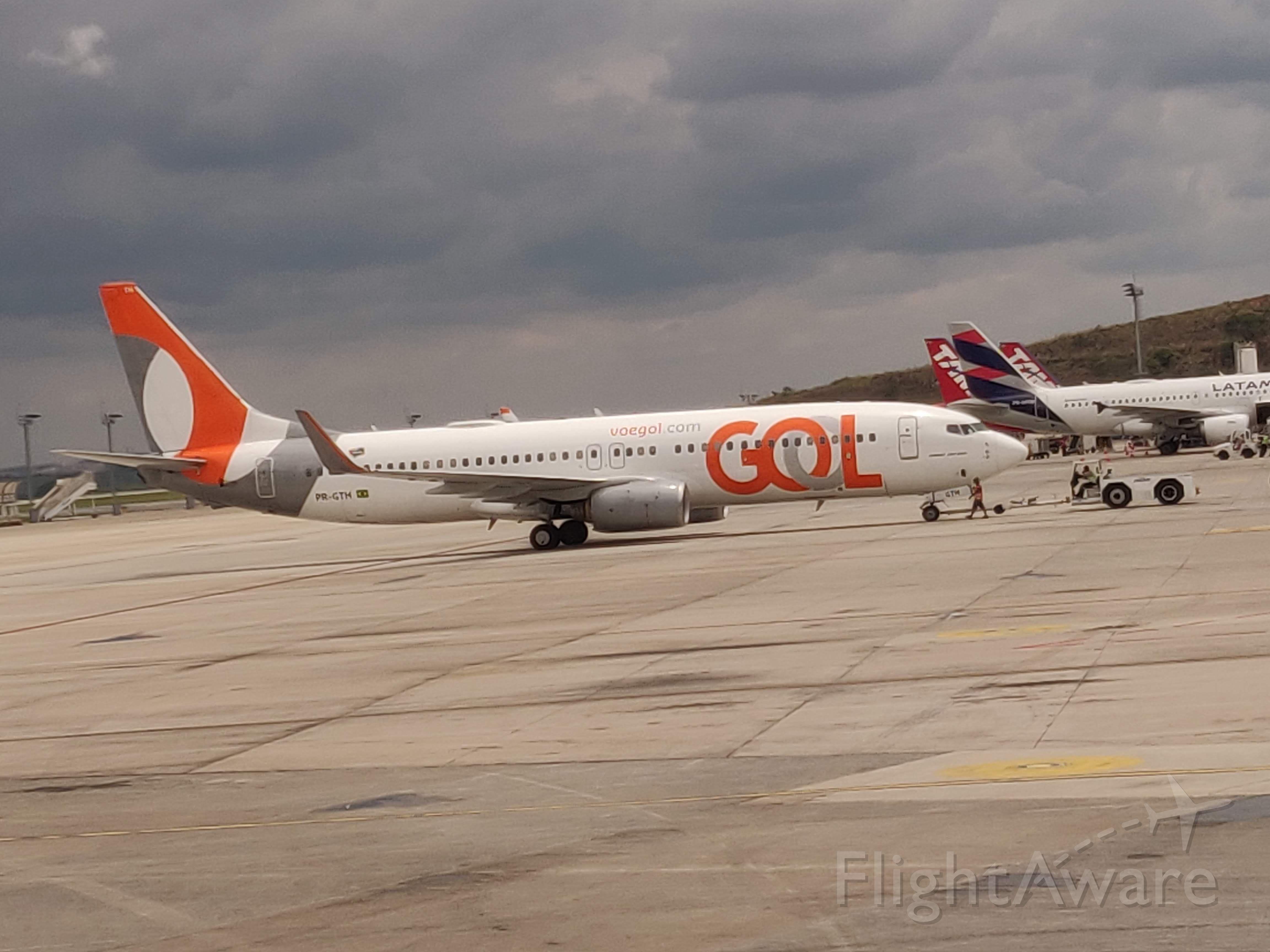 Boeing 737-700 (PR-GTH) - In Pushback...