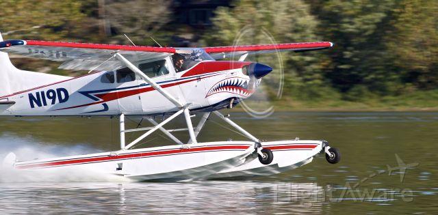 Cessna Skywagon (N19D) - Amphibious Cessna 185 taking off on the Ohio River