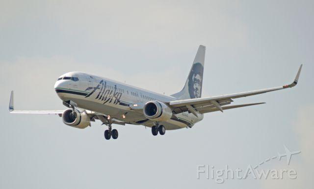 Boeing 737-700 (N524AS) - Imaged on 4/9/12