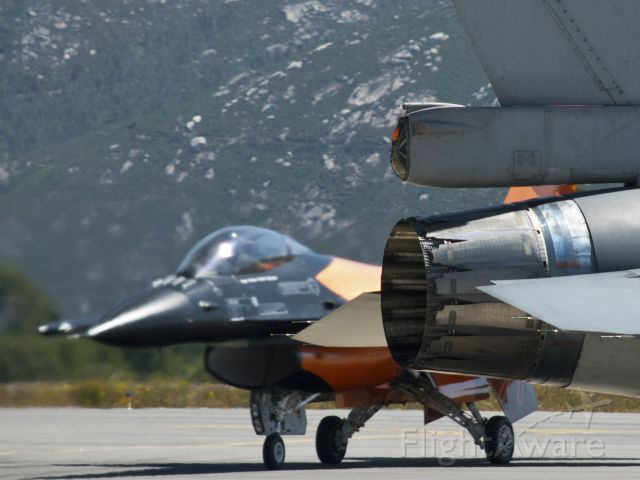 Lockheed F-16 Fighting Falcon (J015)
