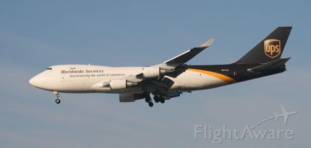 Boeing 747-400 (N577UP) - UPS 17R 3/13/11
