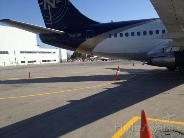 Boeing 737-700 (C-GTUK)