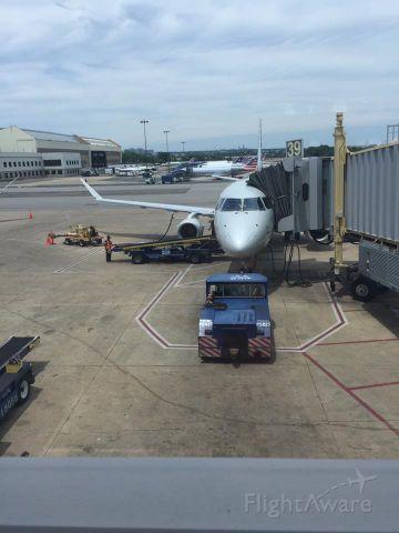 Embraer 175 (N414YX)