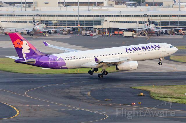 Airbus A330-200 (N360HA) - HA451/HAL451 fr. HNL Honolulu, R16R SYD/YSSY 07/01/2018