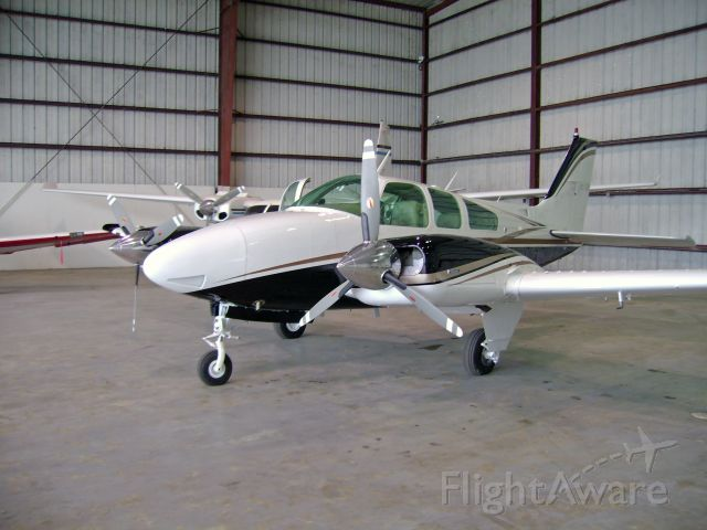 Beechcraft 55 Baron (N742LB) - Beechcraft BE55/G Baron with modified color scheme