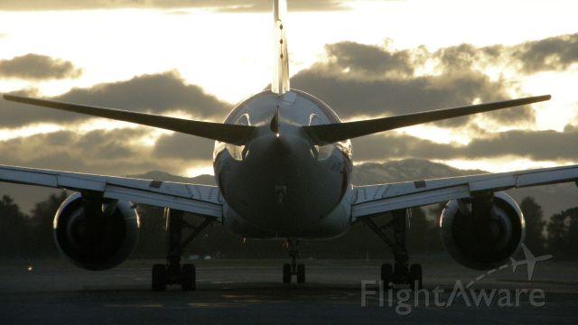 BOEING 777-300ER (A6-EGF)