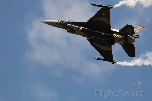 Lockheed F-16 Fighting Falcon — - SOLOTURK DEMO TEAM TURKIYE
