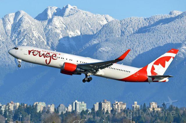 BOEING 767-300 (C-GHLQ)