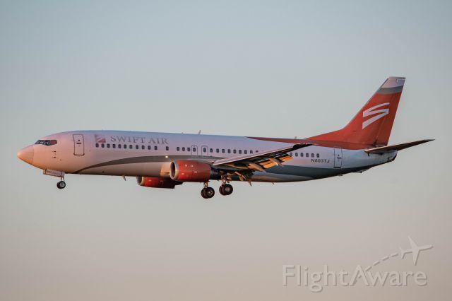 BOEING 737-400 (N803TJ)