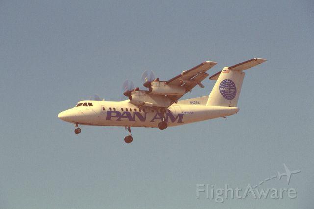 De Havilland Canada Dash 7 (N42RA) - Final Approach to KLAX Intl Airport on 1989/09/01
