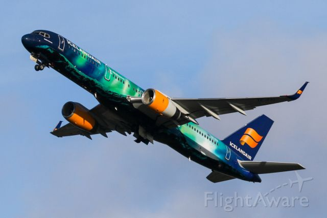 Boeing 757-200 (TF-FIU) - One of the more eye catching schemes.  ICE441 departs on the way back to Kefkavik.