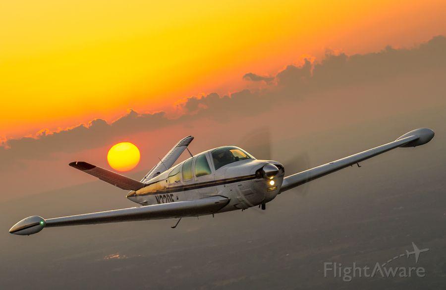 Beechcraft 35 Bonanza (N32DE)