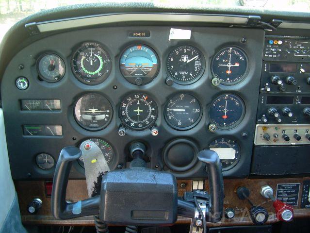 Cessna Skyhawk (N64181)