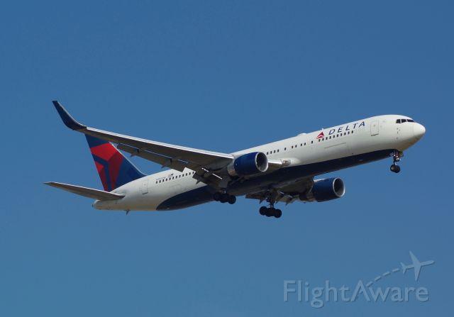 BOEING 767-300 (N192DN)