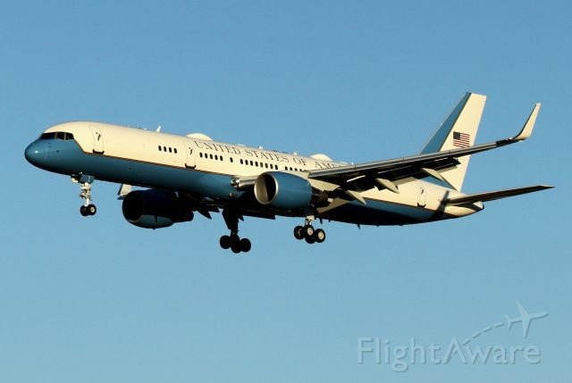 09-0015 — - Air Force One inbound to runway 35   8/28/20