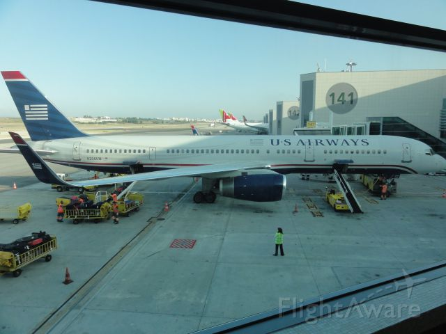 Boeing 757-200 (N206UW)