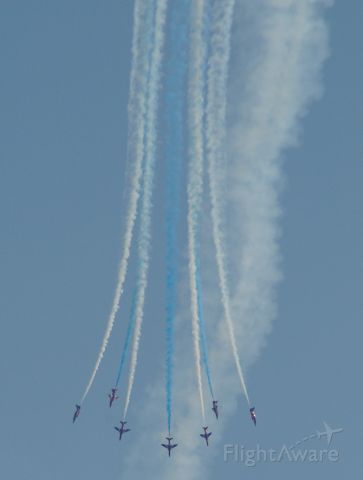 — — - RAF Red Arrows perform a bomburst over Southend.