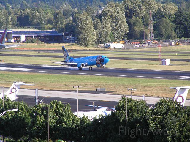 Boeing 737-700 (N784AS) - 2005-07-18 1910 PDT