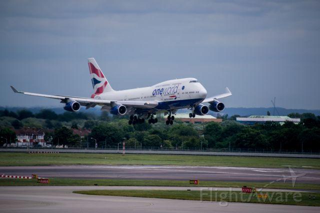 Boeing 747-400 (G-CIVK) - British Airways 747-400 G-CIVK landing at London Heathrow LHR on runway 27L.