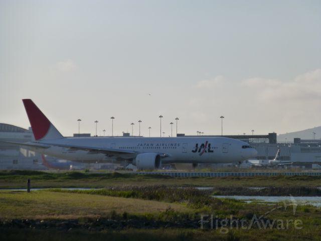 Boeing 777-200 (JA709J)