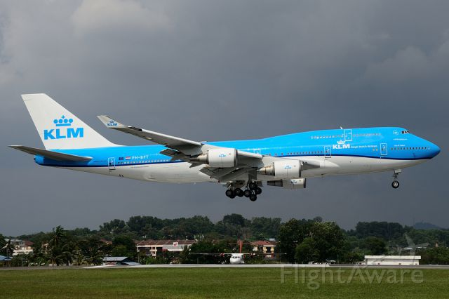Boeing 747-400 (PH-BFT) - First KLM Boeing 747 in the new livery.