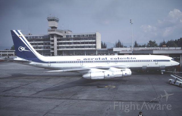 Boeing 707-100 (HK2842)