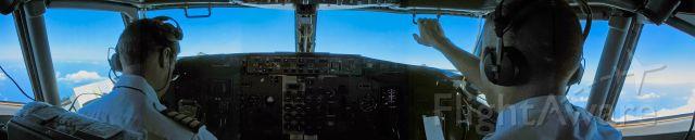 BOEING 737-400 (VH-TJL)