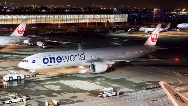 BOEING 777-300ER (JA732J)