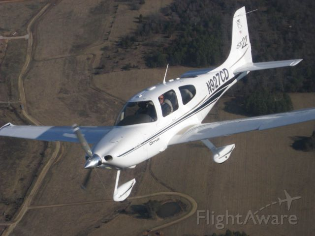 Cirrus SR-22 (N927CD) - Got lucky and caught this great shot in flight.
