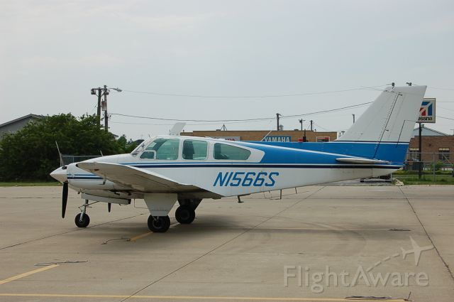Beechcraft 55 Baron (N1566S)