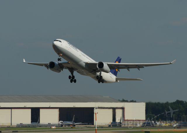 Airbus A330-300 (D-AIKK)