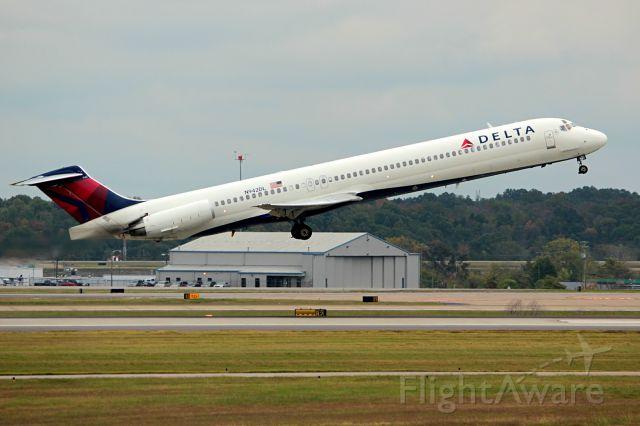 McDonnell Douglas MD-88 (N942DL) - MD-88 departing Nashville