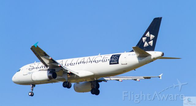 Airbus A320 (ZK-OJH) - Late finals RWY 01