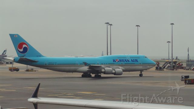 Boeing 747-400 (HL7404) - Taxing to gate
