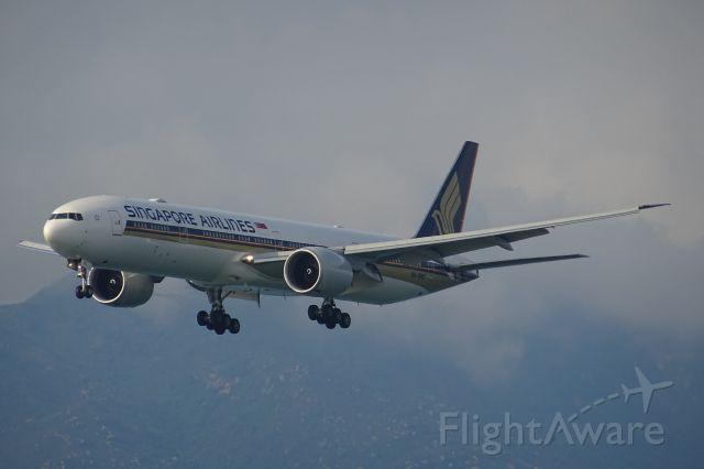 BOEING 777-300ER (9V-SNB)