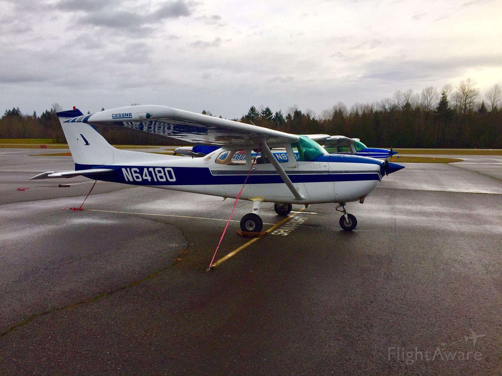 Cessna Skyhawk (N64180) - Cessna N64180 on a chilly Washington morning.