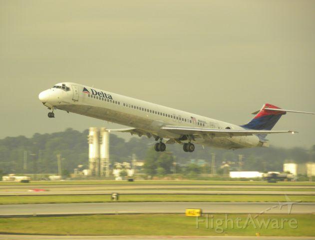 McDonnell Douglas MD-88 (N945DL)