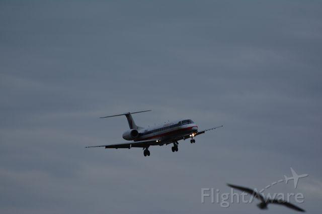 Embraer ERJ-135 (N812AE)