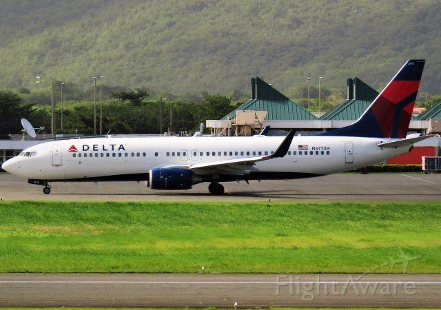 Boeing 737-800 (N3772H)