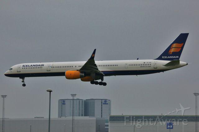 BOEING 757-300 (TF-FIX)