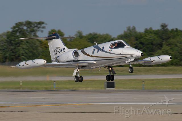 Learjet 24 (XB-OKR)