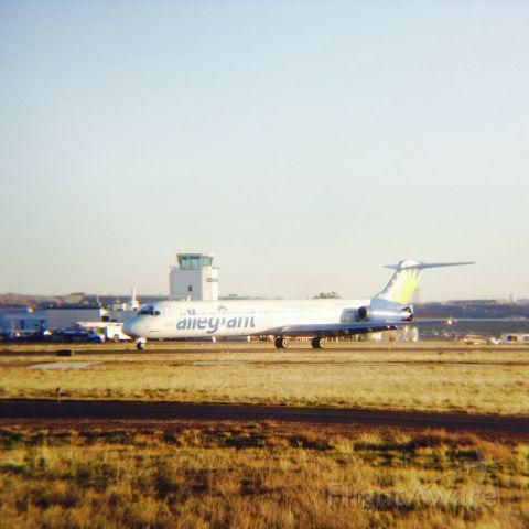 McDonnell Douglas MD-83 (N406NL) - Landing RWY 3, ogden.