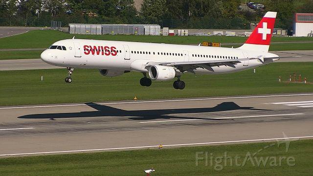 Airbus A321 (HB-IOC) - from Dublin final approach R28