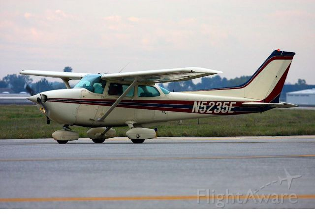 Cessna Skyhawk (N5235E)