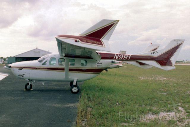 Cessna Super Skymaster (N991) - Seen here on 28-Sep-03.  Registration cancelled 10-Dec-10.