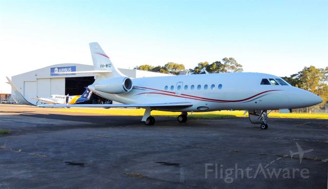 Dassault Falcon 2000 (VH-WIO) - I was standing at Handel Aviation's hangar at Bankstown airport when this lovely Dassault Falcon 2000 came by from a quick day trip back from Mudgee.