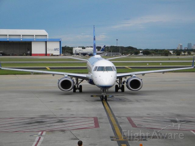 Embraer ERJ-190 (N283JB) - This is my plane arrivig from Boston, just to go back!